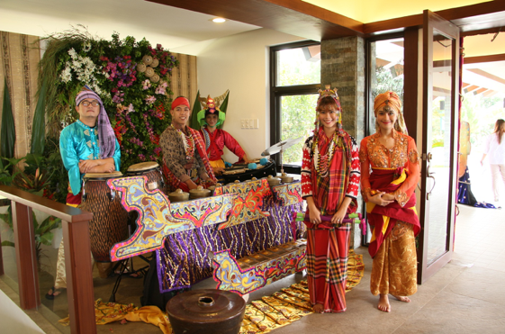 Cultural performers treated guests to a lively show upon entrance